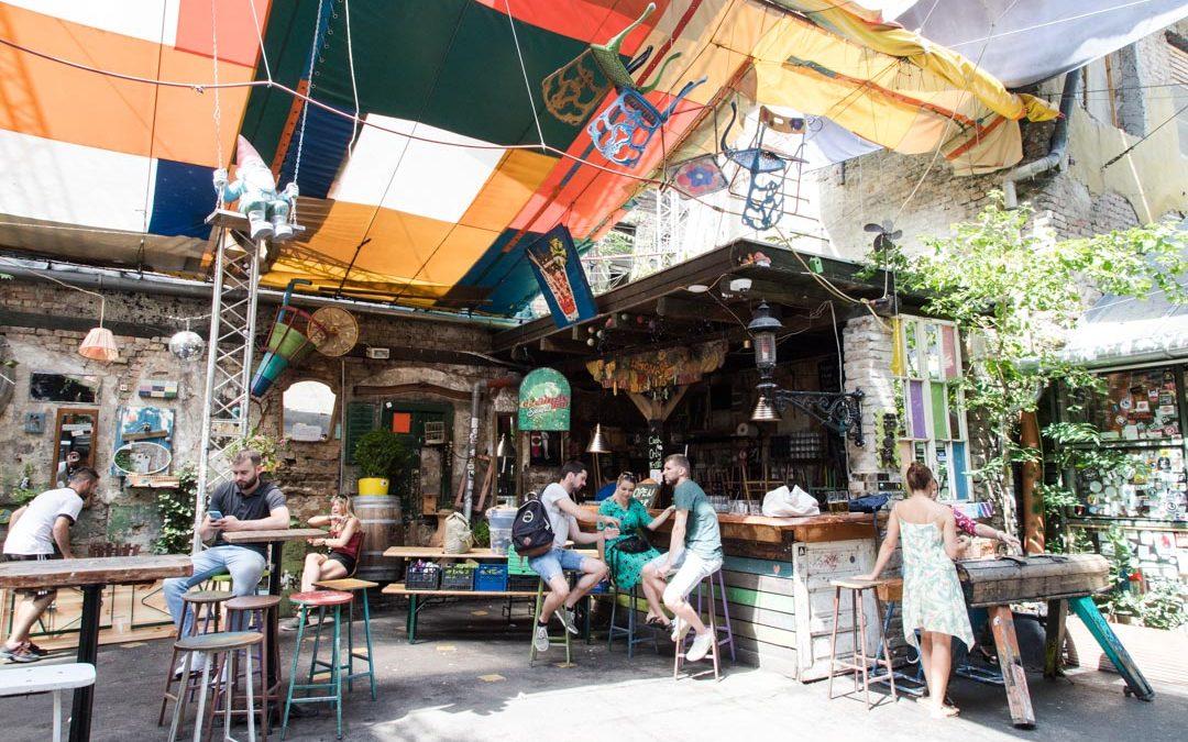 Budapest – Szimpla Kert rauniobaarissa