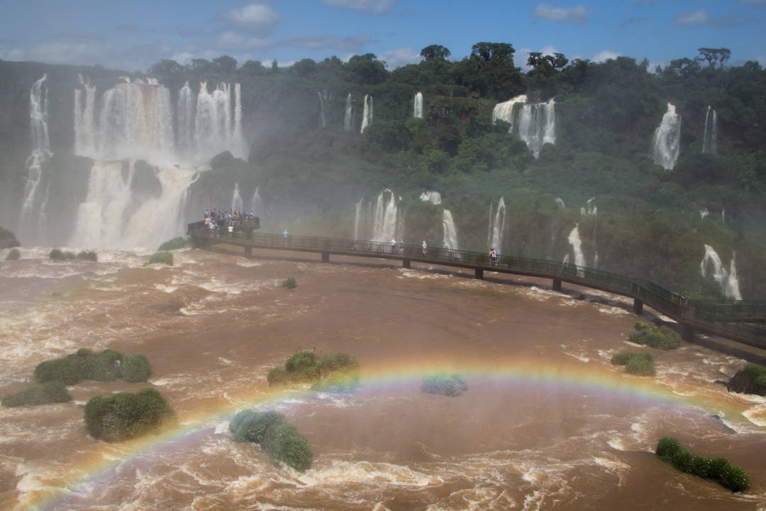 Paholaisen nielu Iguassun vesiputouksilla Brasiliassa