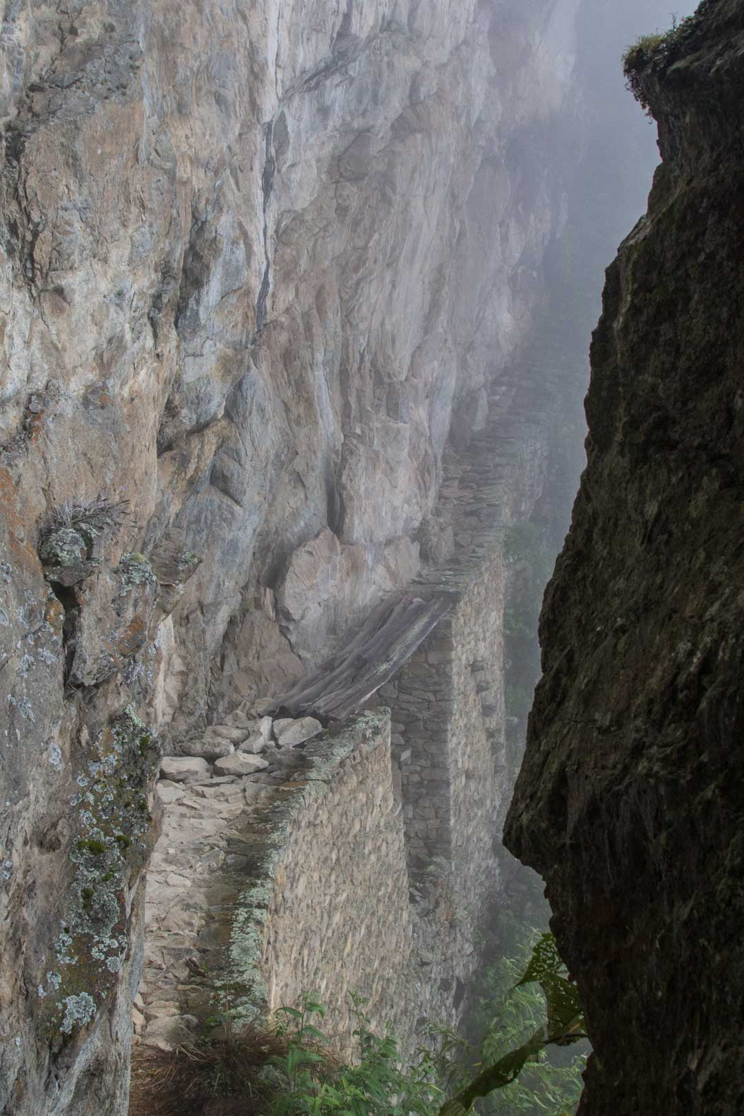 inca bridge Machu Picchulla Perussa