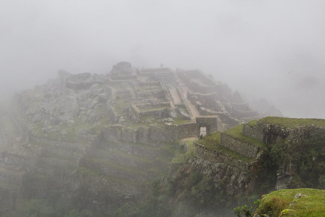 Machu Picchun inkakaupunki sumussa