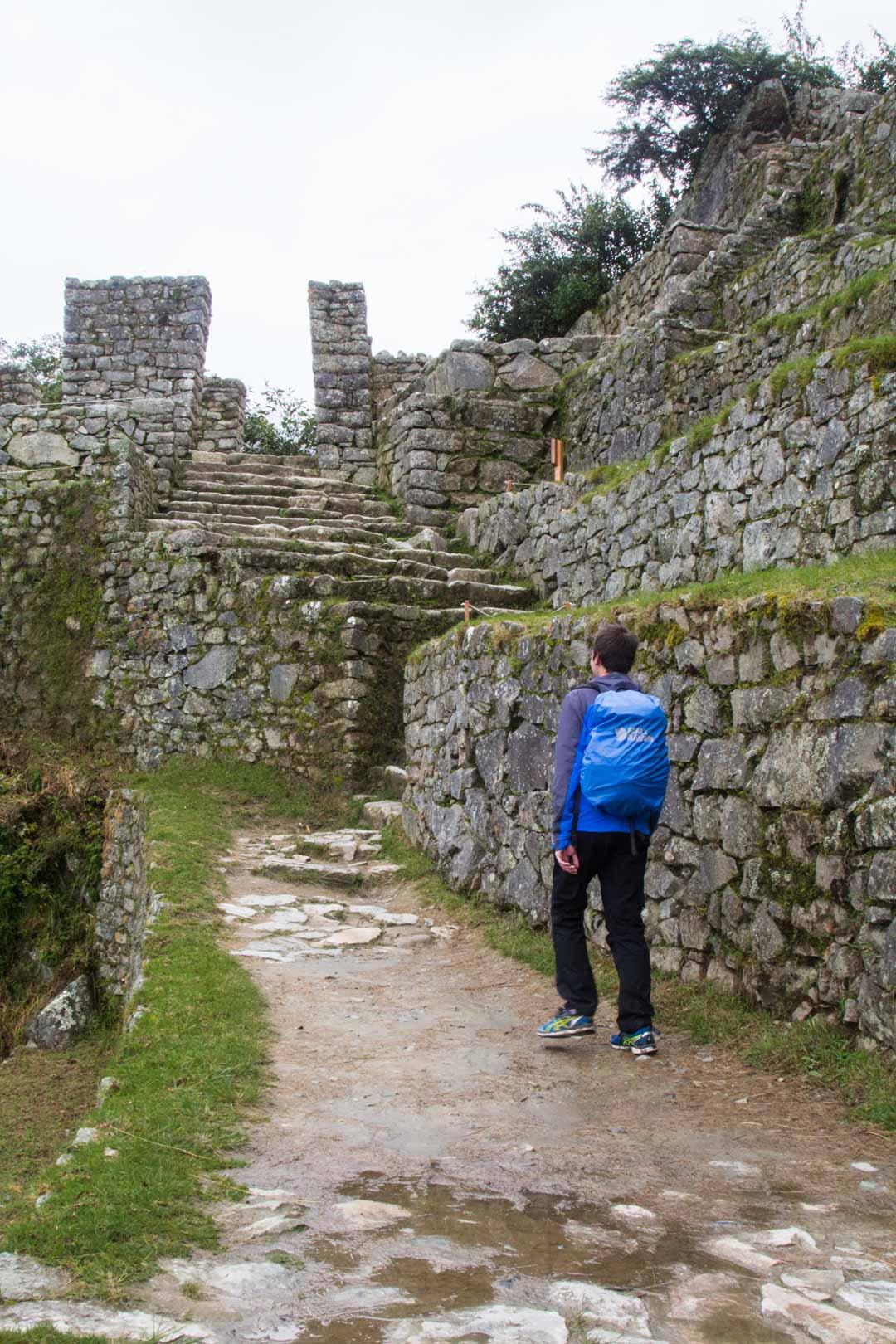 kohti Sun Gatea Machu Picchun inkakaupungissa Perussa