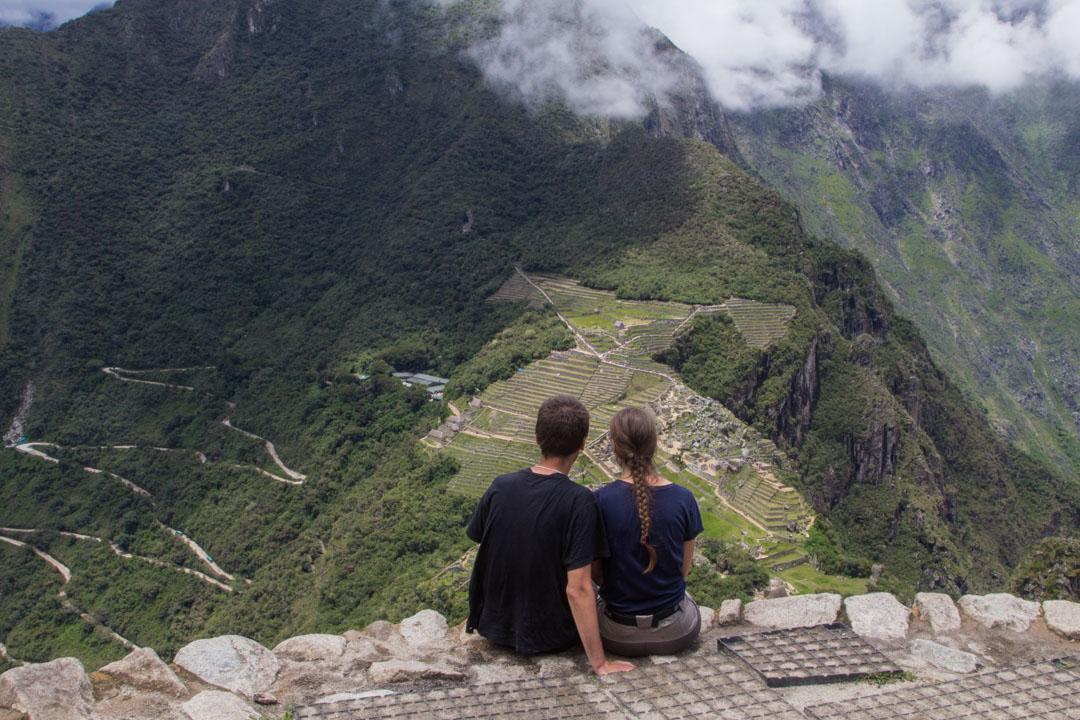 Machu Picchua ihailemassa Huayna Picchun rinteeltä