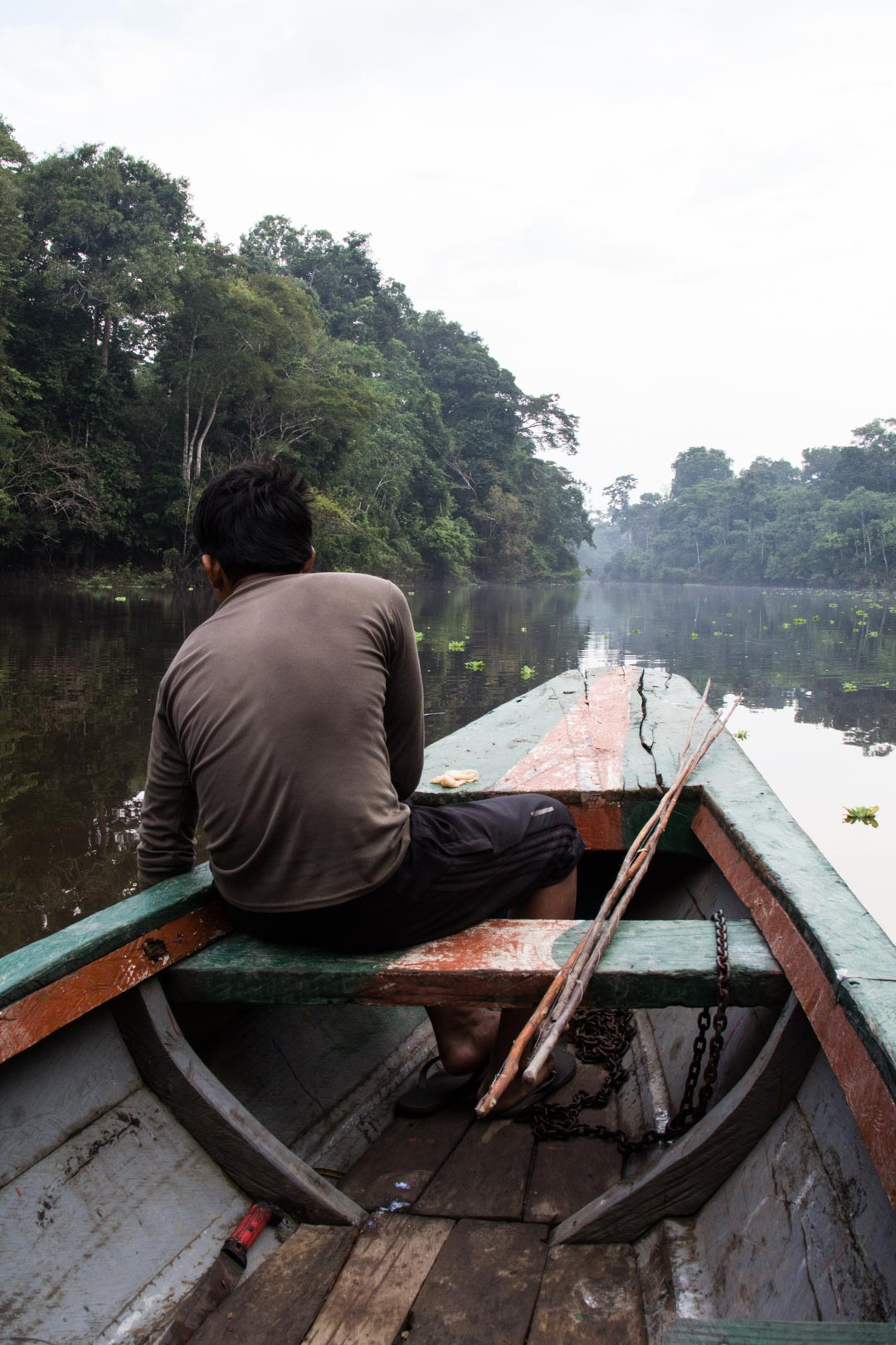 veneellä piraijoja kalastamaan Amazonin sademetsässä
