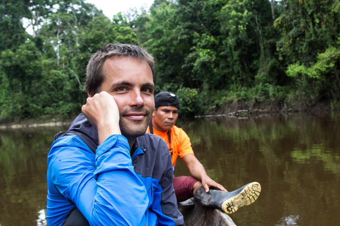 veneretkellä Amazonin sademetsässä