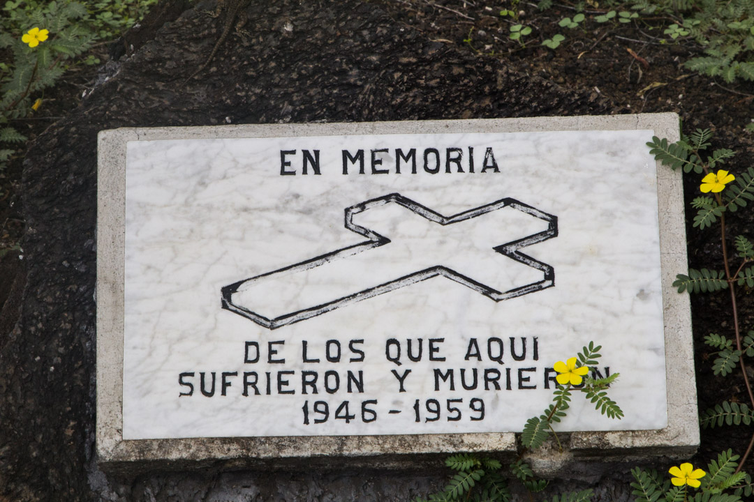 Muistomerkki Kyynelten muurilla Isabela-saarella Galapagossaarilla