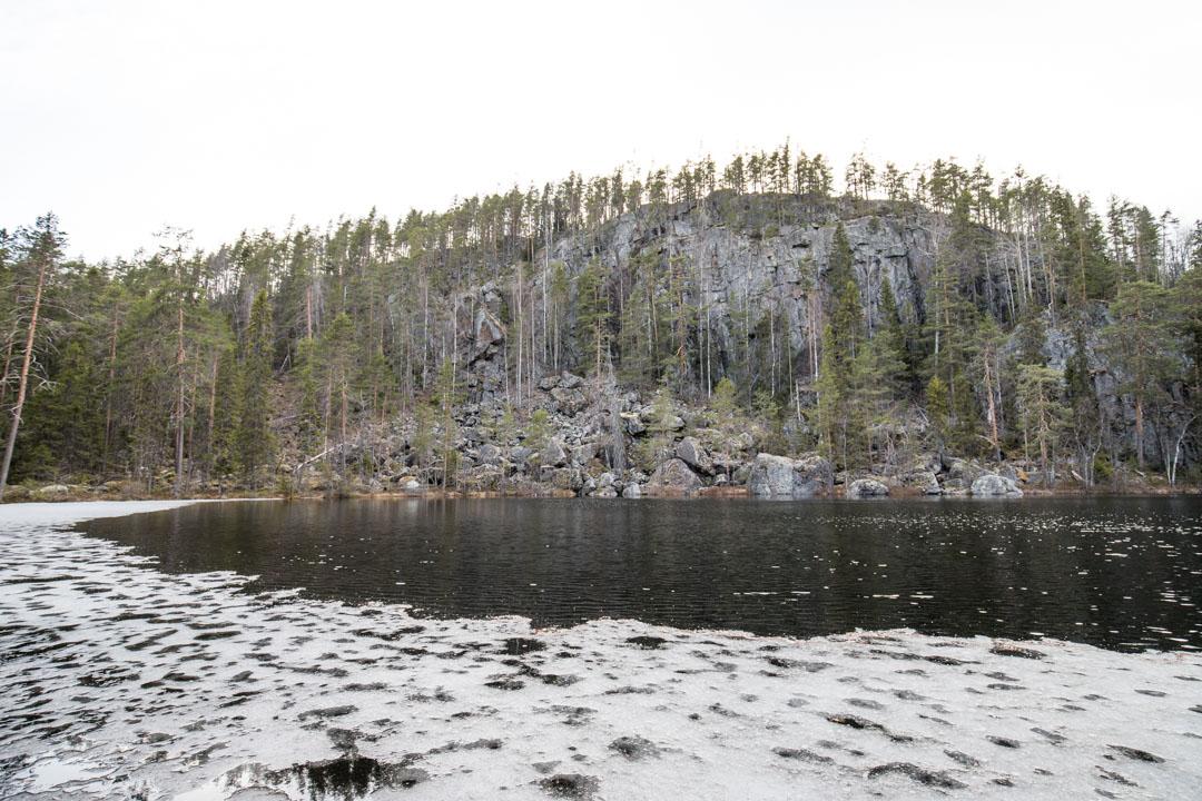 vaeltamassa Etelä-Konneveden kansallispuistossa
