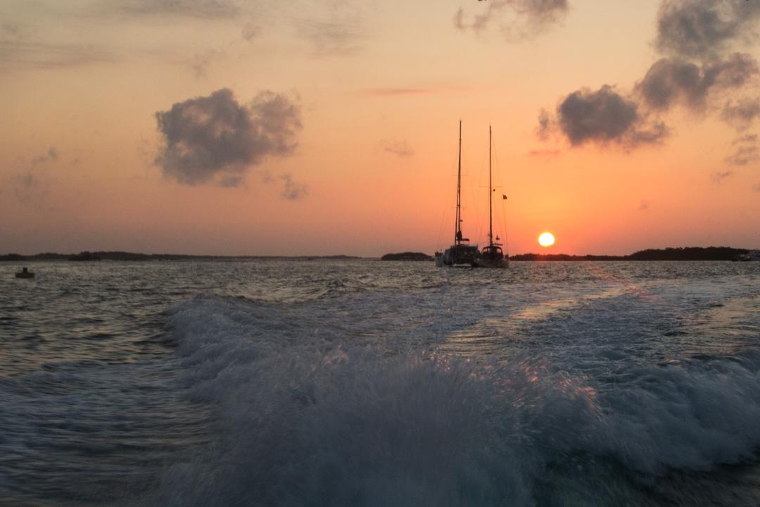 Isabela-saarelta venekyyti Santa Cruz-saarelle Galapagossaarilla