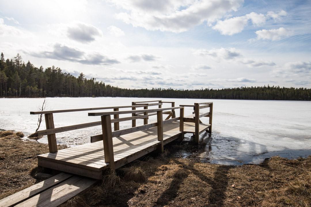 järvi ja laituri Pyhä-Häkin kansallispuistossa