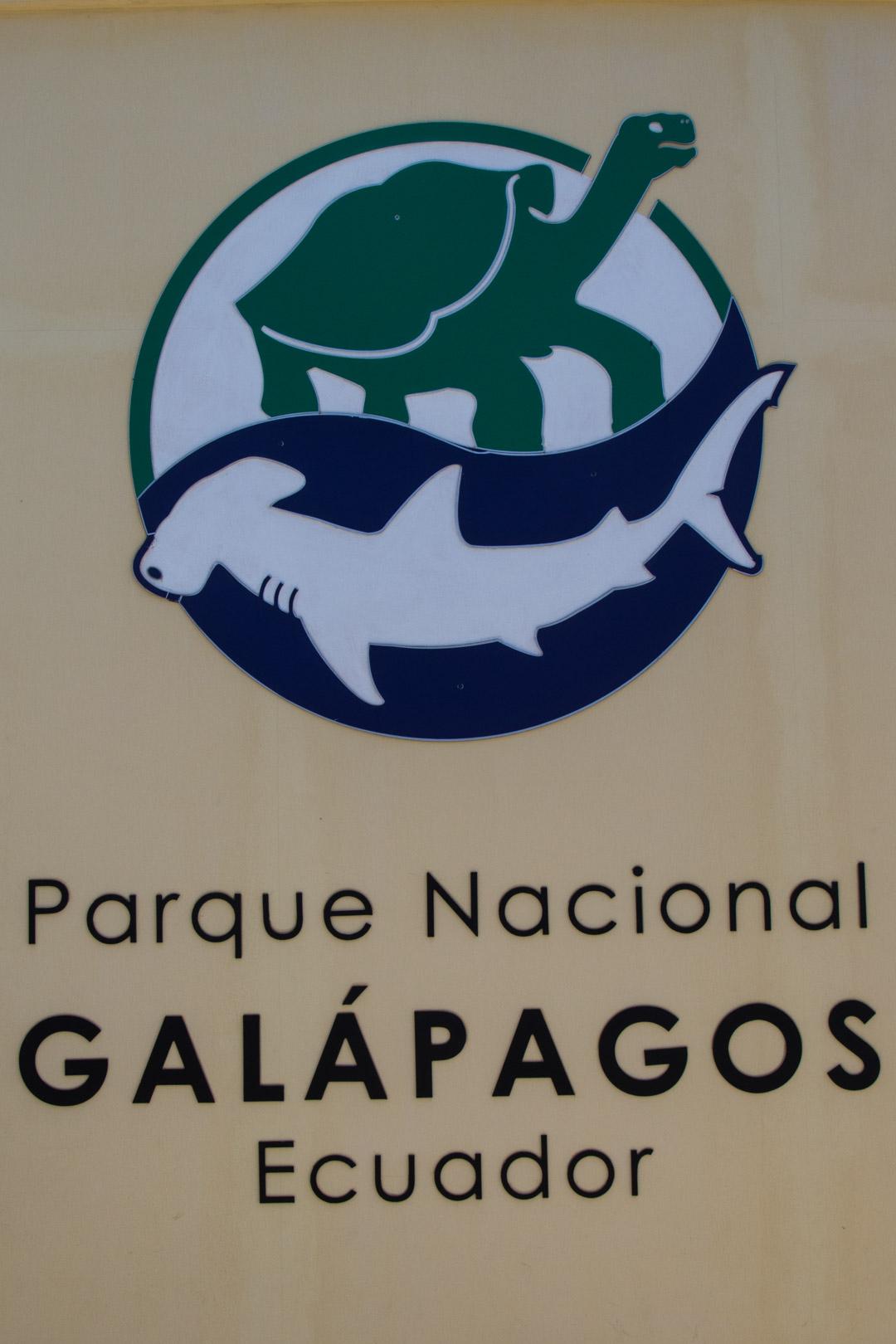 Galapagossaarten kansallispuiston logo