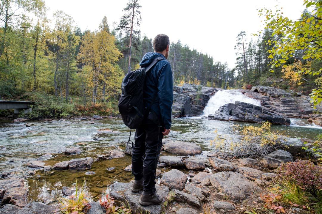 Ravadasköngäs-vesiputous Lemmenjoen kansallispuistossa