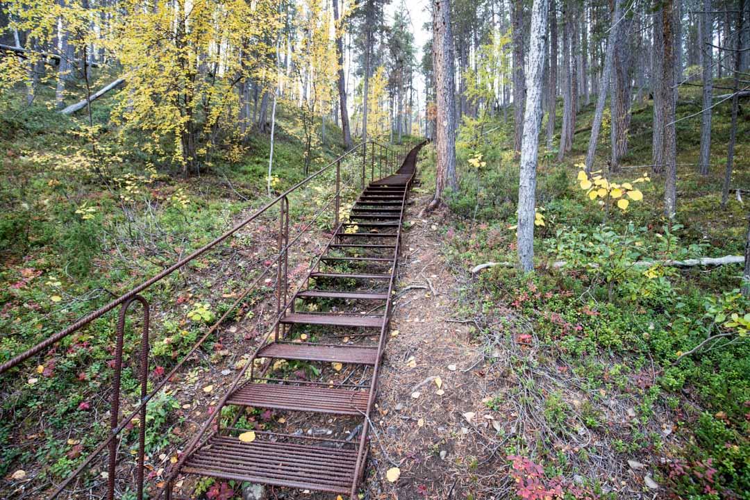 vaeltamassa Lemmenjoen kansallispuistossa Jokivarren retkeilyreitillä
