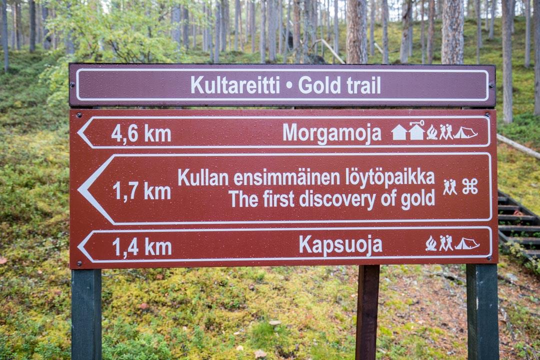 Lemmenjoen kansallispuisto, opaskyltti kullan löytöpaikalle