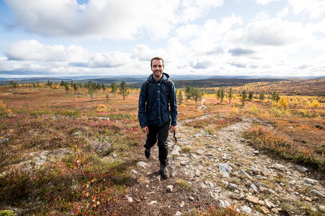 vaeltamassa ruska-aikaan Lemmenjoen kansallispuistossa Joenkielisen reitillä