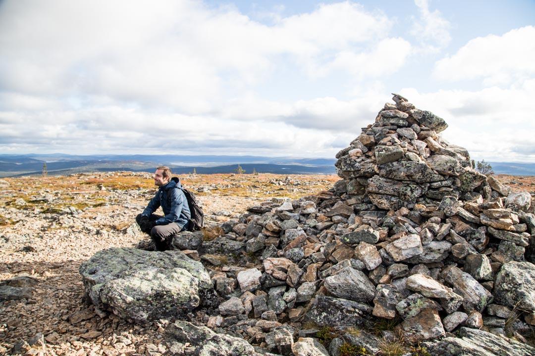 Joenkielisen huipulla Lemmenjoen kansallispuistossa