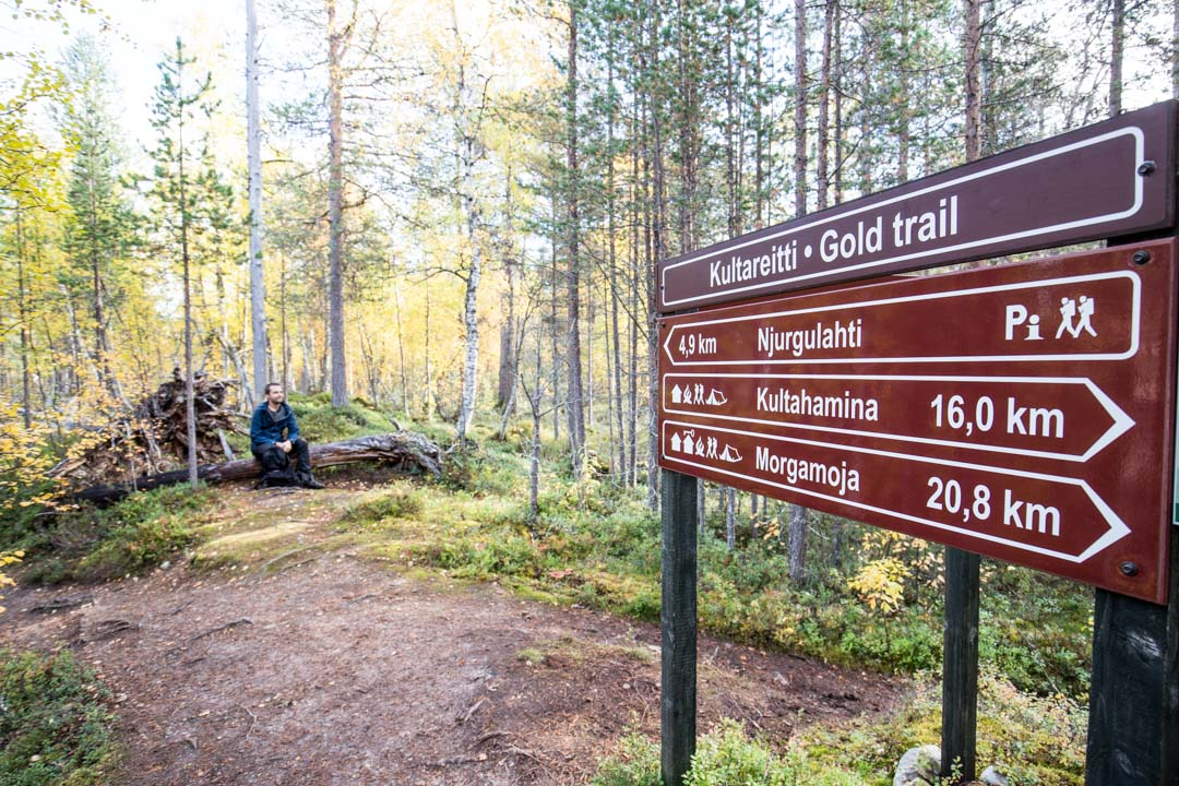 vaeltamassa Lemmenjoen kansallispuistossa