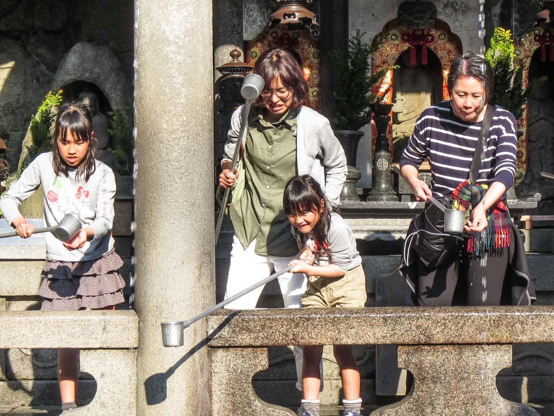 vesilähteet Kiamizuderan temppelissä Kiotossa Japanissa