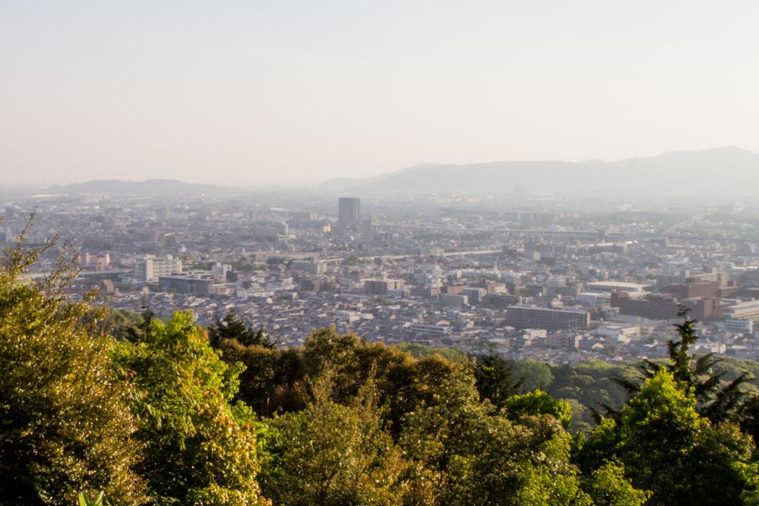 näkymät Inari-vuorelta Kioton kaupunkiin Japanissa