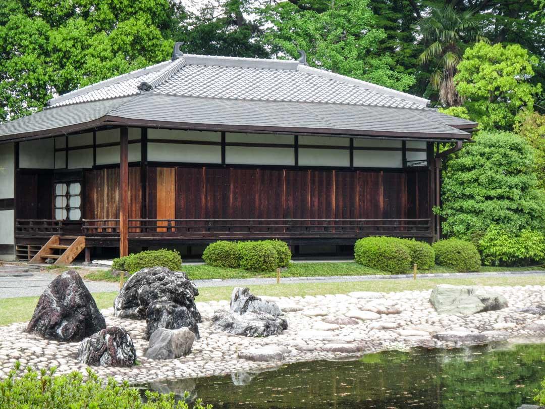 Nijon linnan puutarha Kiotossa Japanissa