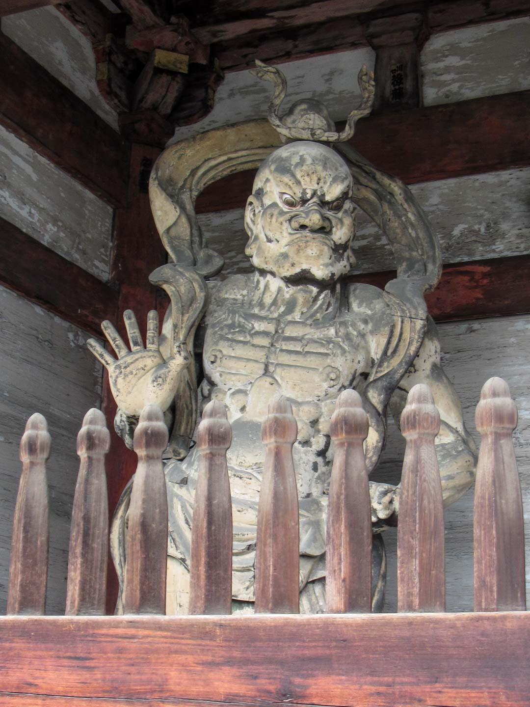 patsas Ninna-ji temppelissä Kiotossa Japanissa