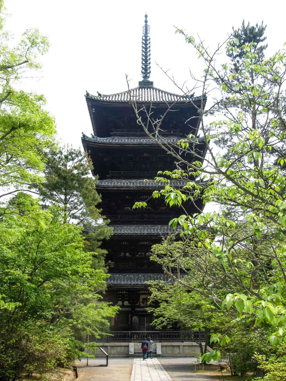 pagodi Ninna-ji temppelissä Kiotossa Japanissa