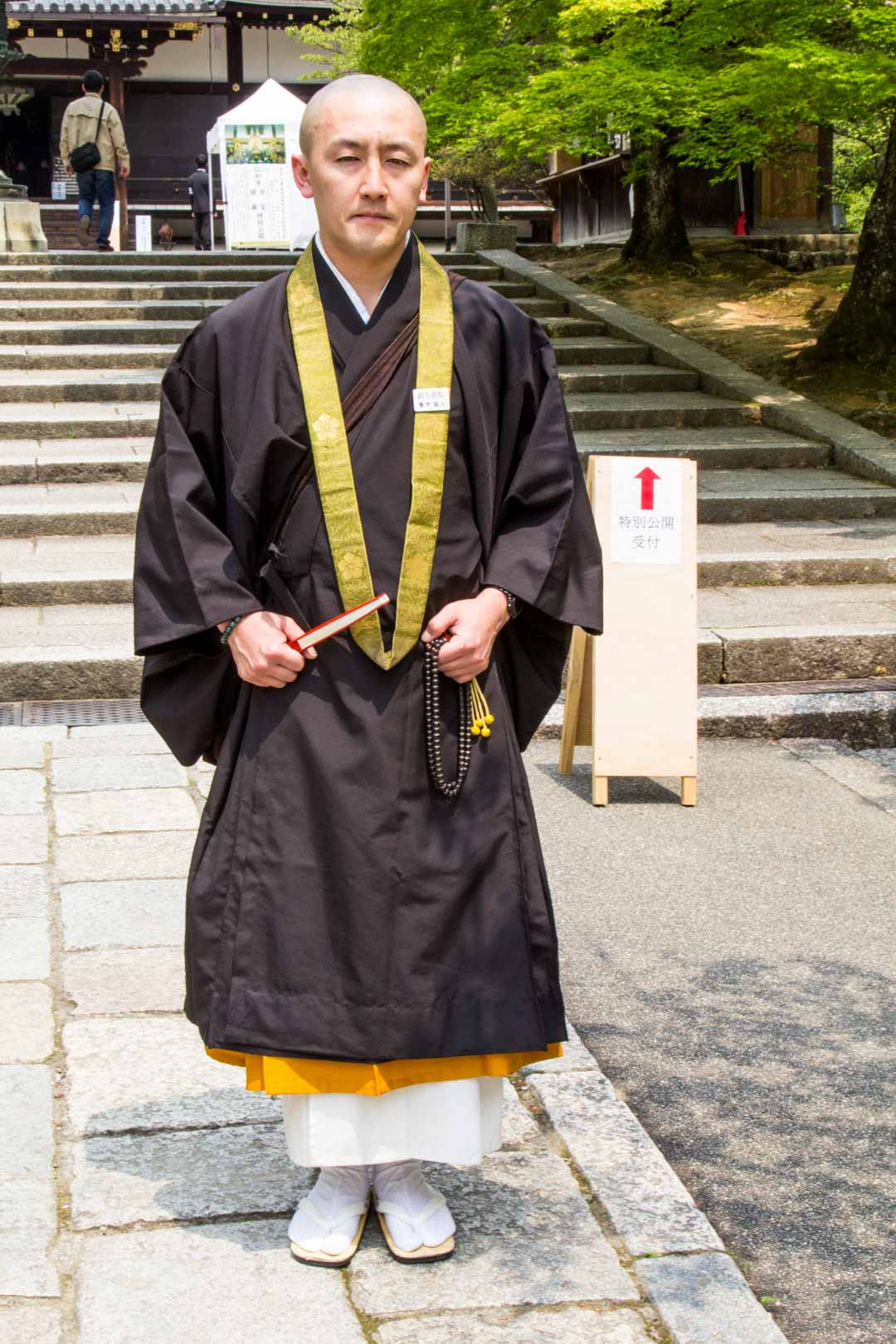 munkki Ninna-jin temppelissä Kiotossa Japanissa