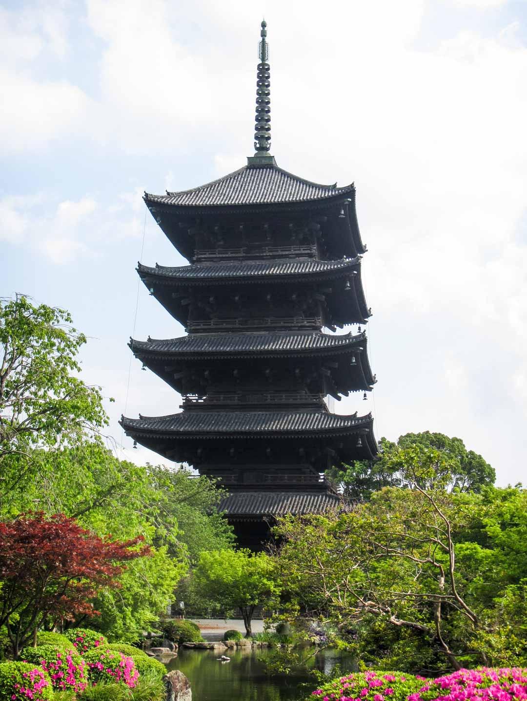 To-jin temppelin pagodi Kiotossa Japanissa