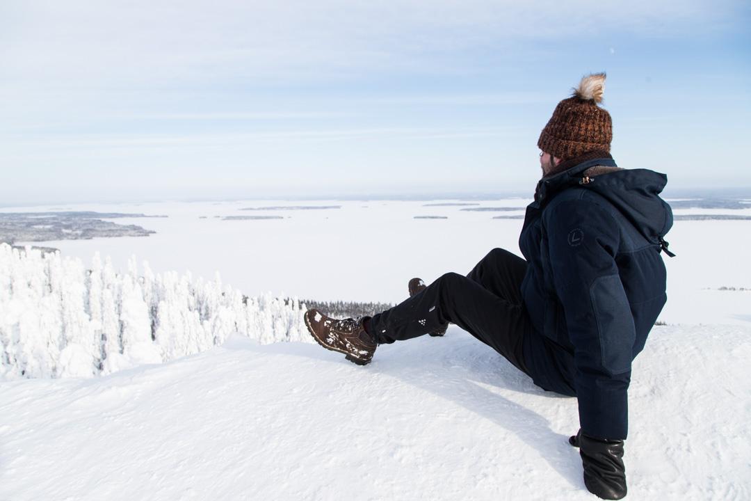 Paha-Kolin näköalapaikalla Kolin kansallispuistossa talvella
