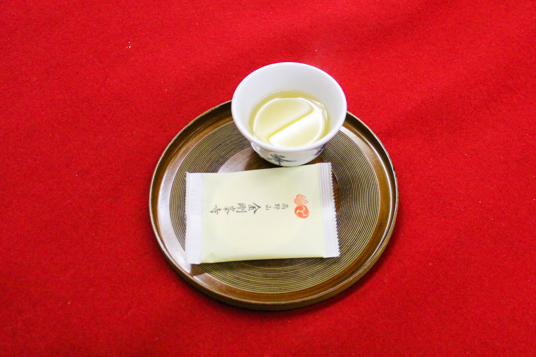 japanilaista teetä buddhalaiskylässä Koysanissa Japanissa