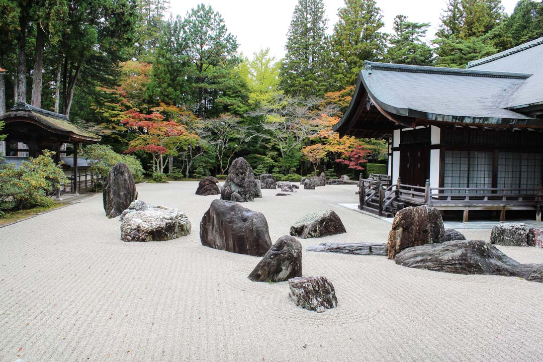 japanilainen kivipuutarha buddhalaiskylässä, Koyasan Japani