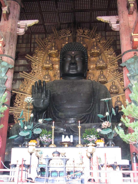 buddha Todai-ji temppelissä Narassa Japanissa