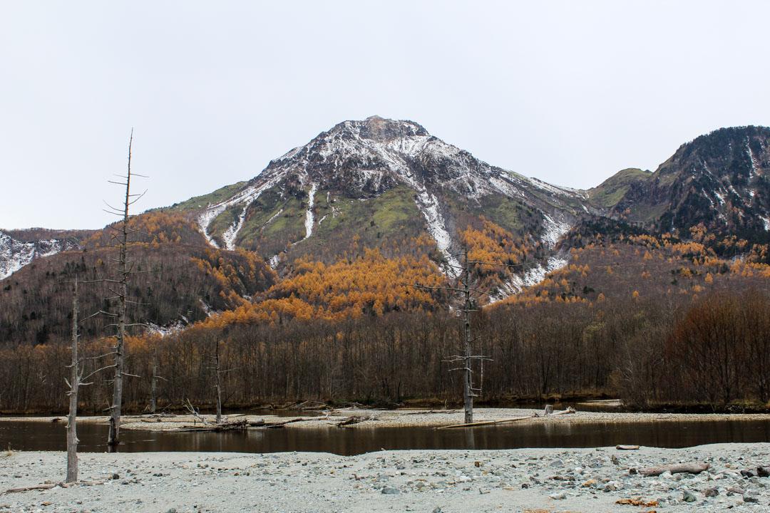 Taisho-lampi Kamikochissa Japanin Alpeilla