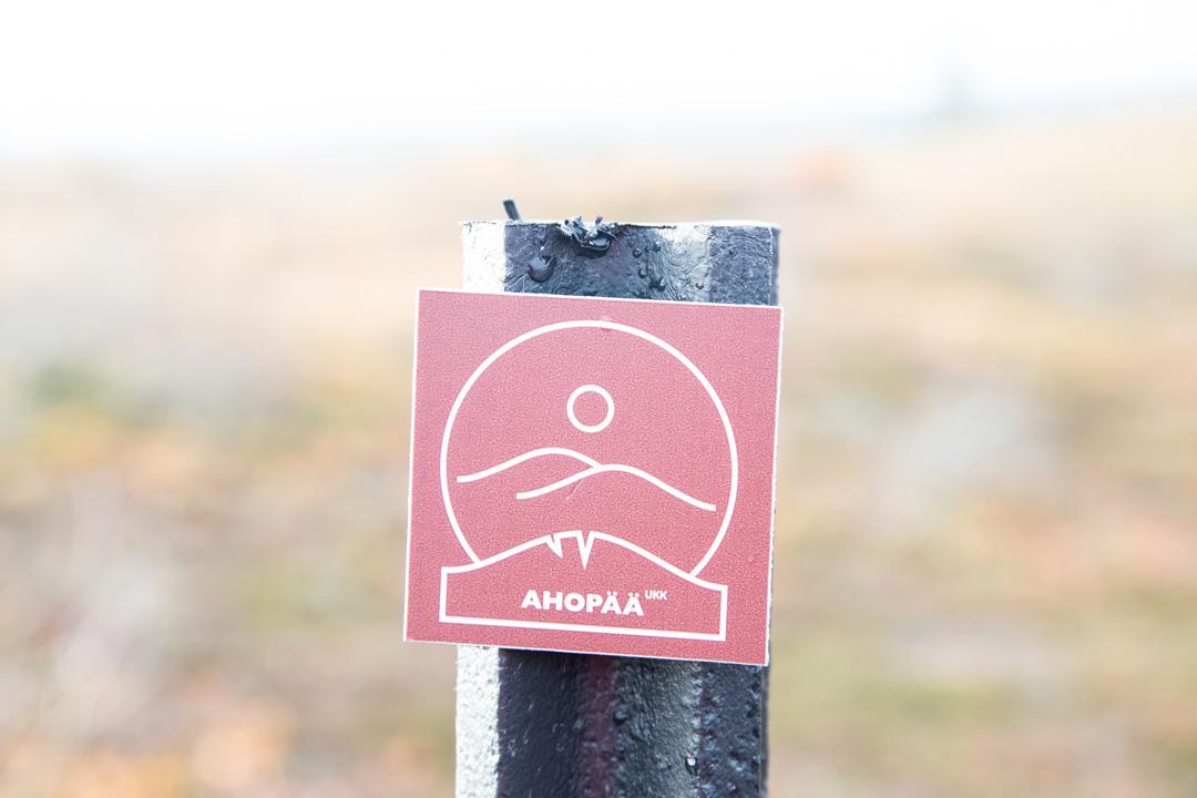 Ahopään polun reittimerkintä Urho Kekkosen kansallispuistossa